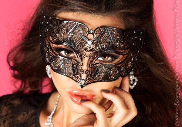 Maske aus Messing mit glitzernden Kristallen