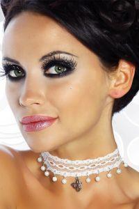 Halsband mit Perlen