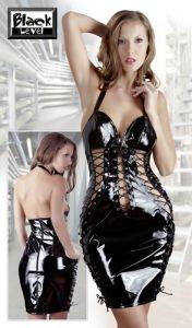 Lack-Kleid mit aufsehenerregenden Schnürungen