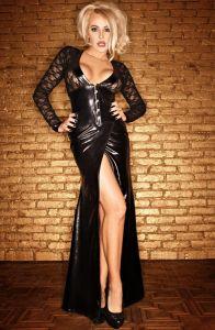 Langes Wetlook-Kleid mit Spitze und Corsagenschließe