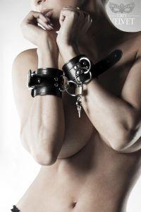 1 Paar Handschellen mit Schloß