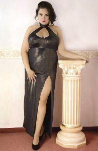 Langes Kleid aus glänzendem Material