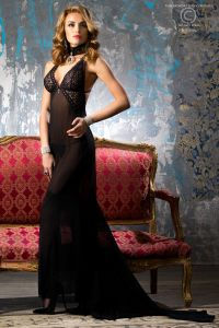 langes Kleid mit Schleppe von Chilirose