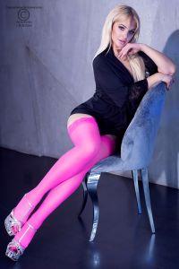 feinmaschige Strümpfe in hot pink mit breitem Spitzensaum