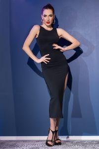 langes Kleid mit sexy Rückenausschnitt und seitlichem Schlitz